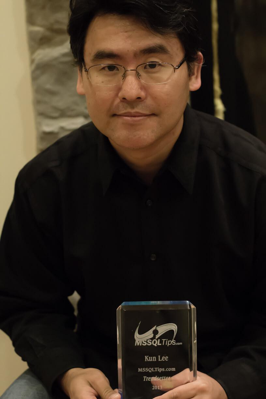 Kun Lee holding his MSSQLTips Trendsetter award fo