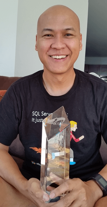 Edwin Sarmiento is all smiles with his MSSQLTips.c